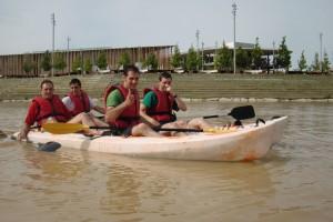 Despedida de soltero en piragua por el Ebro junto a la EXPO 2008 de Zaragoza