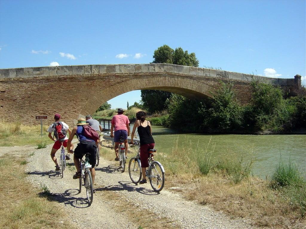 Cicloturismo en el Canal Imperial de Aragón a su paso por la Comarca Ribera Alta del Ebro