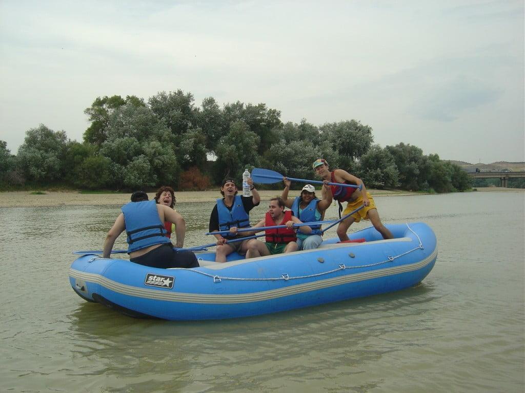 Actividad con disminuídos psíquicos en raft por el Ebro