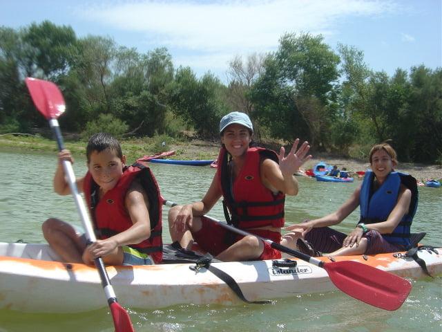Foto del disfrute del Ebro en piragua familiar